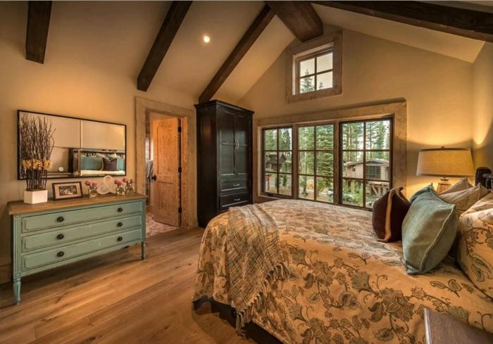 déco chambre chaleureuse plafond poutre apparente