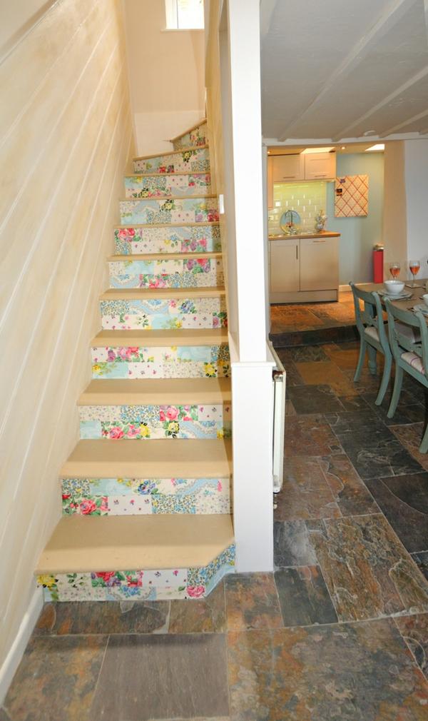 déco montée d'escalier papier peint cage d'escalier étroit