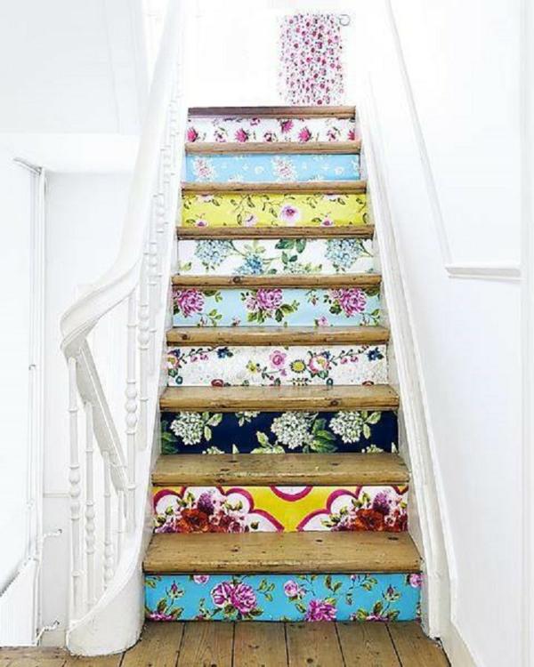 déco montée d'escalier papier peint cage d'escalier peint en blanc
