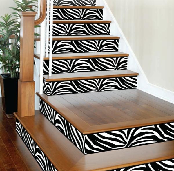déco montée d'escalier papier peint motif zèbre