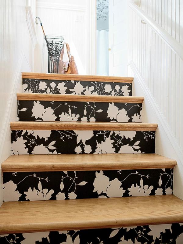 déco montée d'escalier papier peint motifs floraux