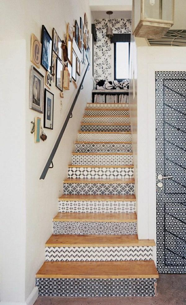 déco montée d'escalier papier peint motifs graphiques