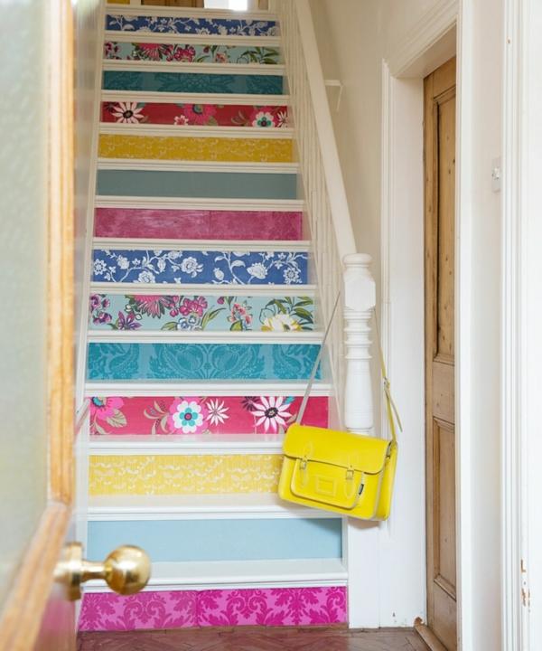 déco montée d'escalier papier peint motifs variés