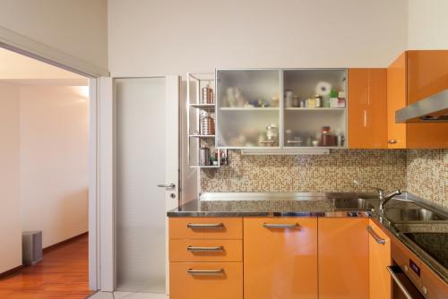 déco petit espace petite cuisine en ocre