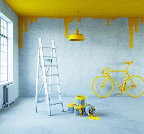 déco petit espace pièce en bleu et en jaune