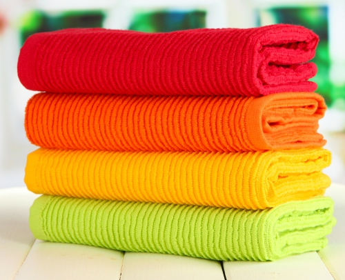 déco petit espace serviettes multicolores