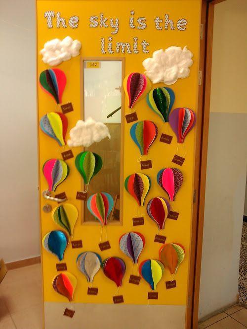 déco porte de classe montgolfières dans le ciel