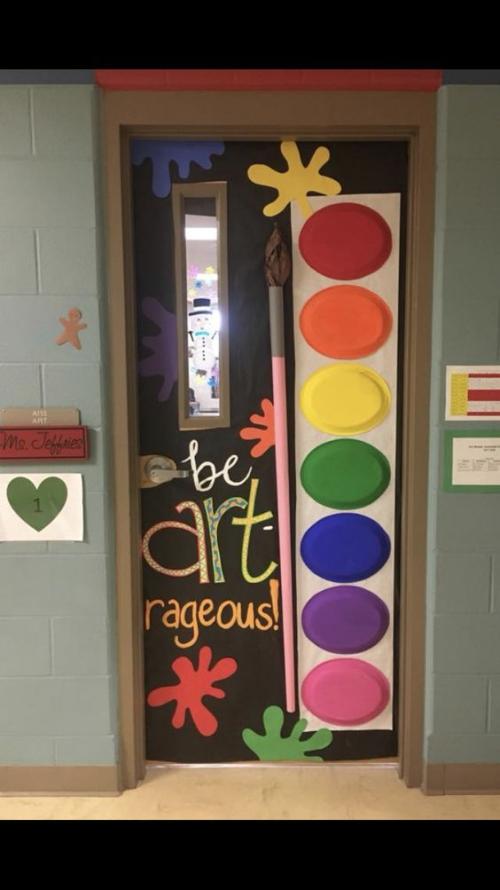 déco porte de classe une salle de peintres