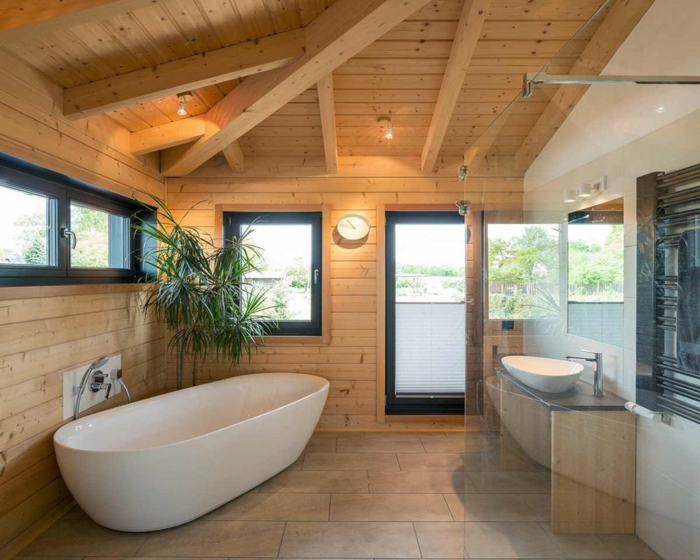 déco salle de bains bois et béton plafond poutre apparente