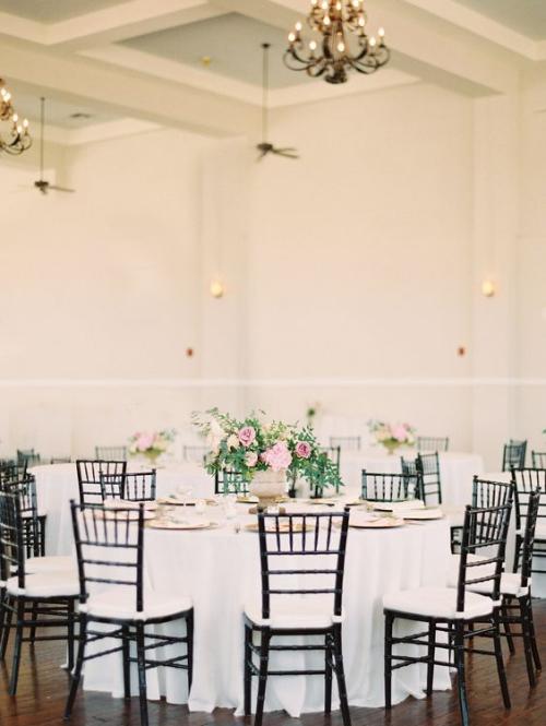 décoration mariage chaises en bois