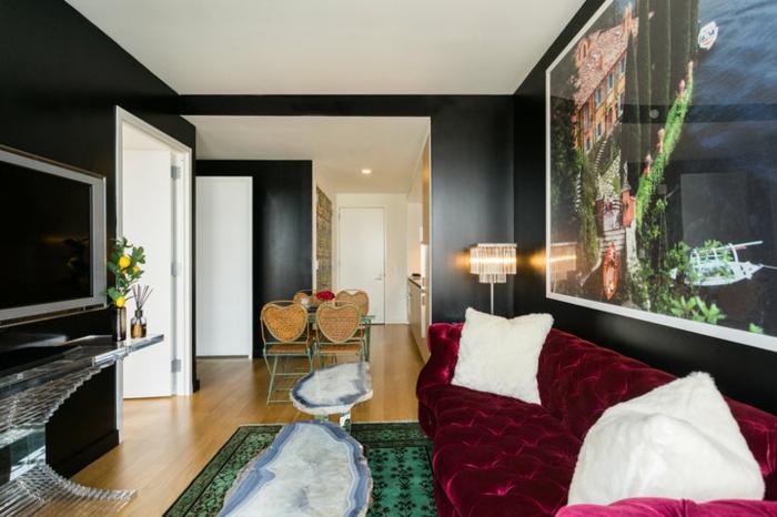 décoration tendance style maximaliste canapé couleur framboise
