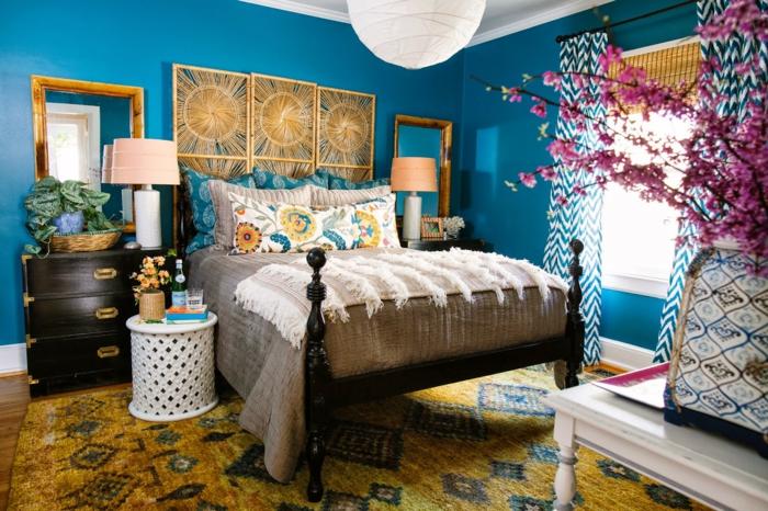 décoration tendance style maximaliste chambre bleue déco murale
