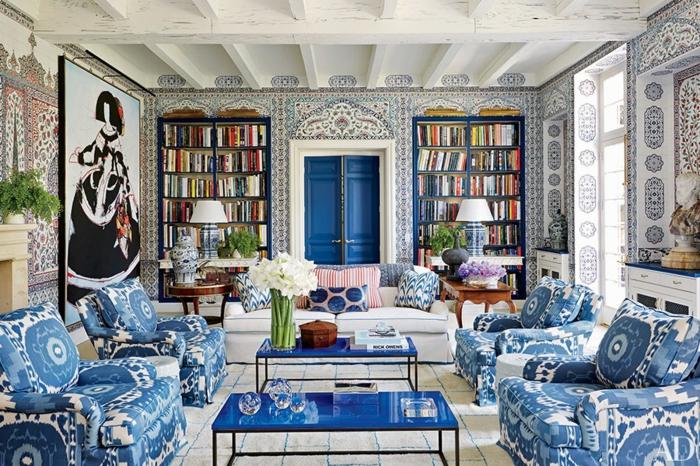 décoration tendance style maximaliste salon accents bleus