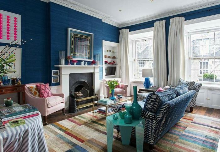 décoration tendance style maximaliste salon bleu foncé