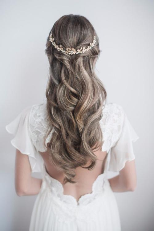 diadème mariage mariée blonde aux cheveux longs