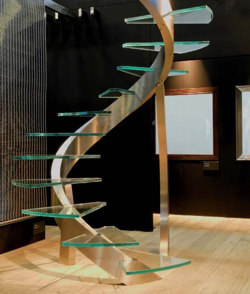 escalier hélicoïdal colonne principale en spirale