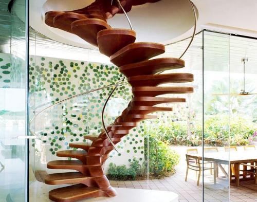 escalier hélicoïdal effet bois