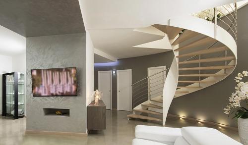 escalier hélicoïdal grande largeur des marches