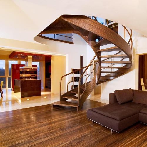 escalier hélicoïdal le brun est privilégié