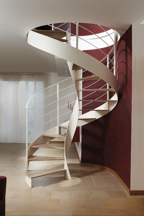 escalier hélicoïdal mène vers le deuxième