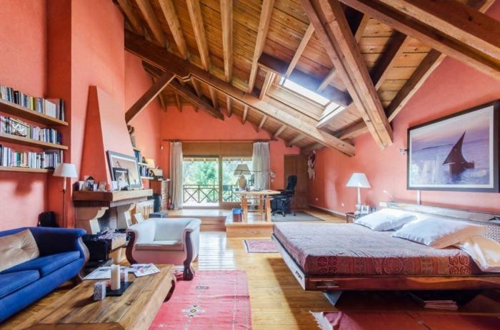 grande chambre couleur saumon plafond poutre apparente