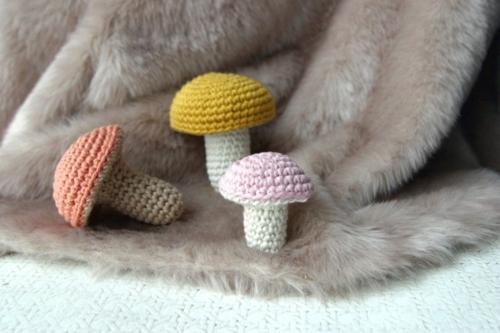 idée activité manuelle automne champignons au crochet