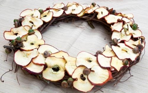 idée activité manuelle automne diy couronnes de pommes et glands