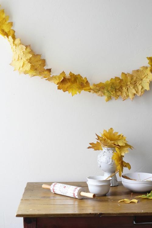 idée activité manuelle automne guirlande de feuilles sèches