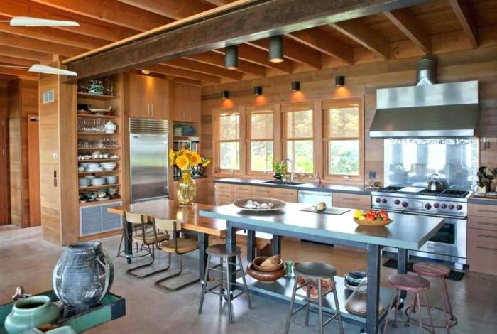 idée aménagement cuisine inox plafond poutre apparente