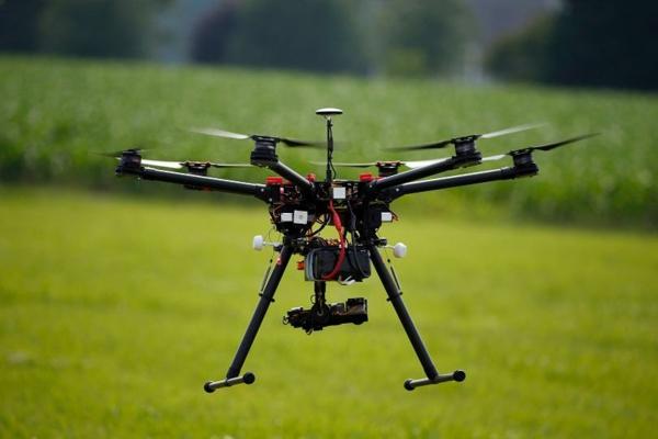 idée de cadeau d'anniversaire pour homme pilotage de drône