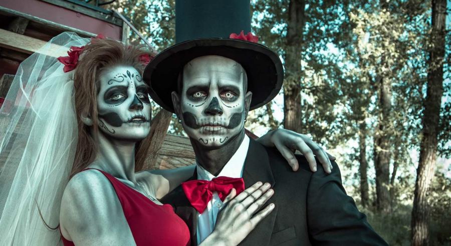 idée de déguisement couple halloween jeunes mariés effrayantsdéguisement  couple f3e4f3cb0baa