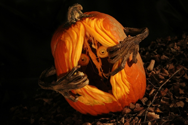 idée halloween creuser une citrouille