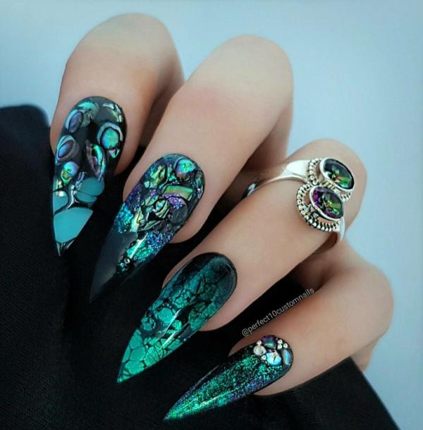 manucure halloween effet marbré vert et bleu