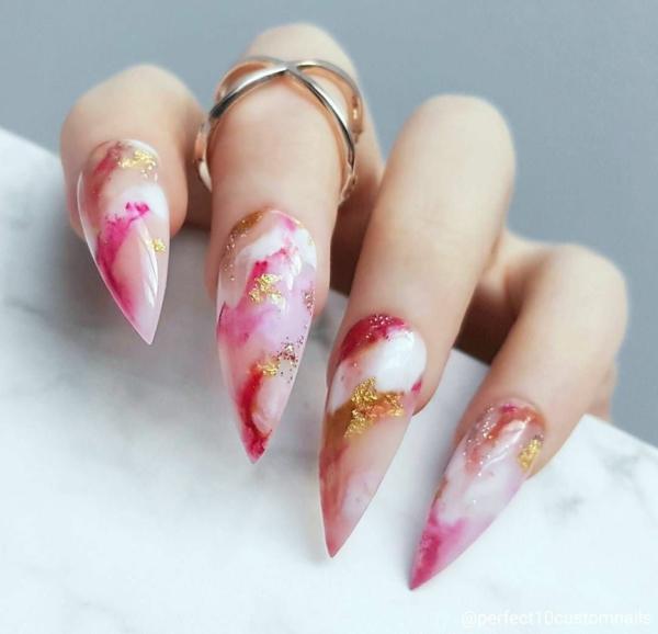 manucure halloween effet marbre rose