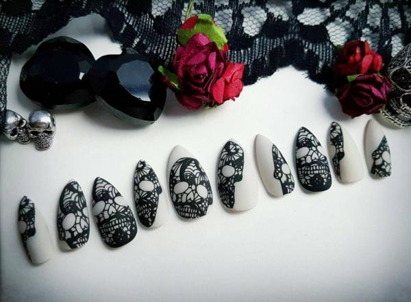 manucure halloween peinture sur ongles