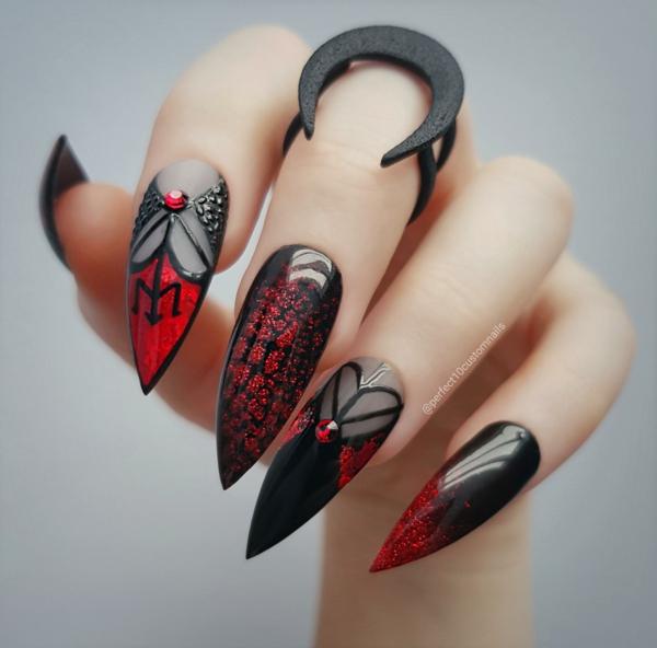 manucure halloween rouge et noir