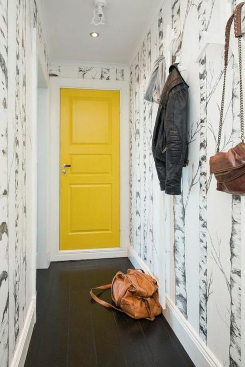papier peint couloir porte en jaune flashy