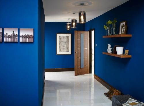 peinture couloir moderne contraste entre plafond et sol
