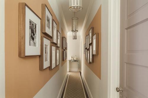 peinture couloir moderne mélange de trois couleurs