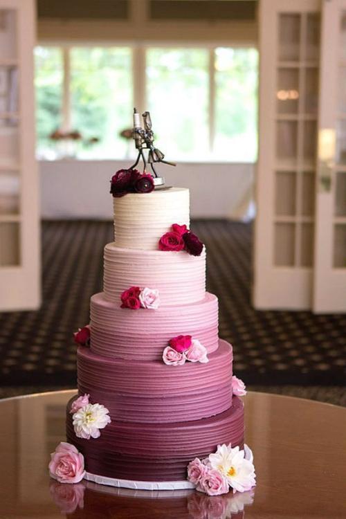 pièce montée mariage cinq étages en couleurs