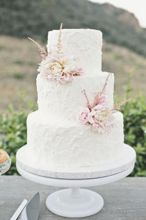 pièce montée mariage deux jolis bouquets