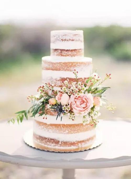 pièce montée mariage jolie couronne comme décoration