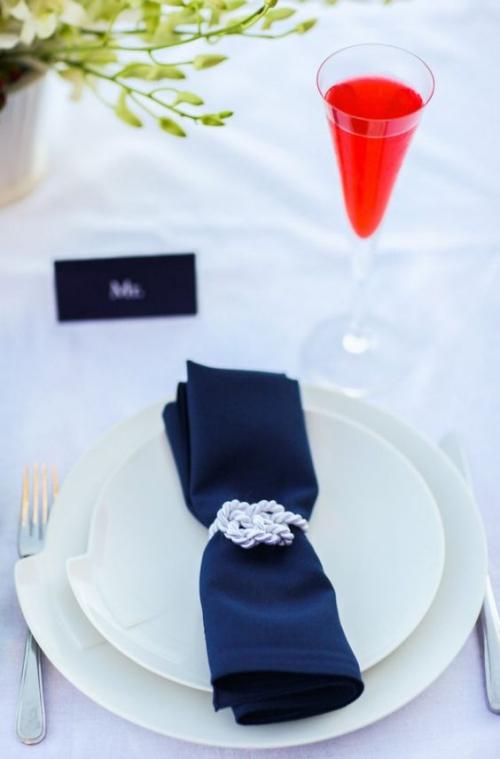 pliage serviette mariage carte avec le nom de l'invité