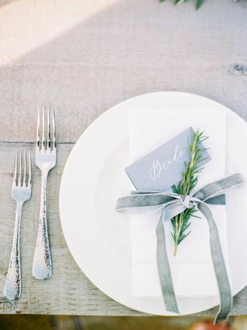 pliage serviette mariage le nom de l'invité