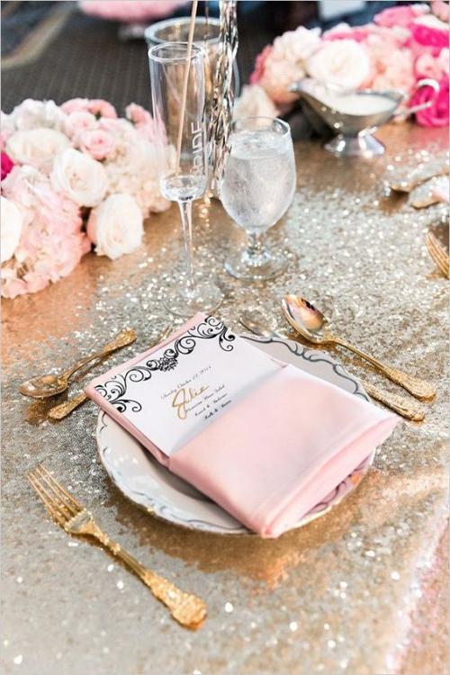 pliage serviette mariage nappe qui brille