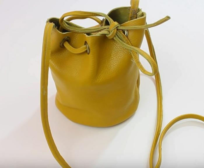 sac seau en cuir jaune 3