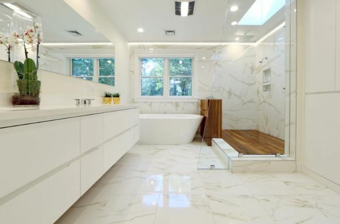 salle de bain blanche sol marbre