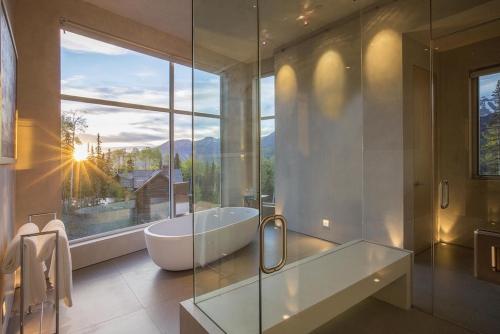 salle de bains avec suites baignoire
