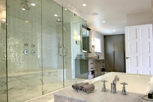 salle de bains avec suites carrelage en beige