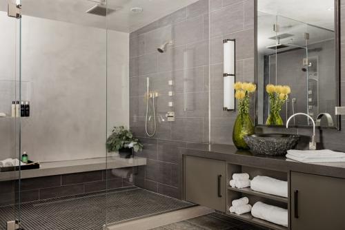 salle de bains avec suites couleur gris kaki
